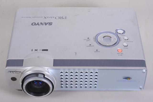 sanyo pro xtrax plc xu58 xga lcd projector allbids auctions 560759. Black Bedroom Furniture Sets. Home Design Ideas