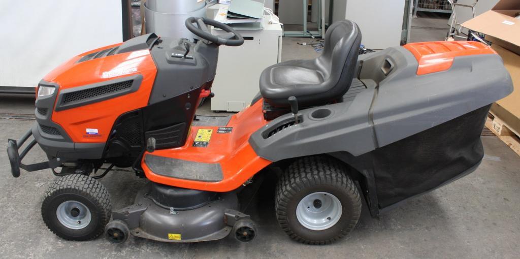 Rural King Husqvarna Tractor Attachments : Husqvarna cth tre lawn tractor lot allbids